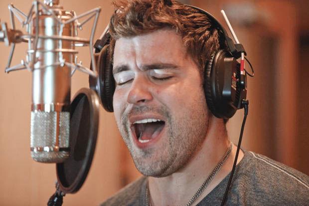'Idol' contestant, veteran Gracin sings Wednesday in Gilbert