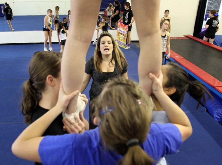 cheerleading.dw.001.dw.01262011.jpg