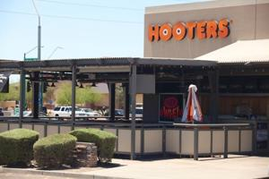 Hooters ends 10-year run in Ahwatukee