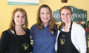 Volunteers make Dream Dinners