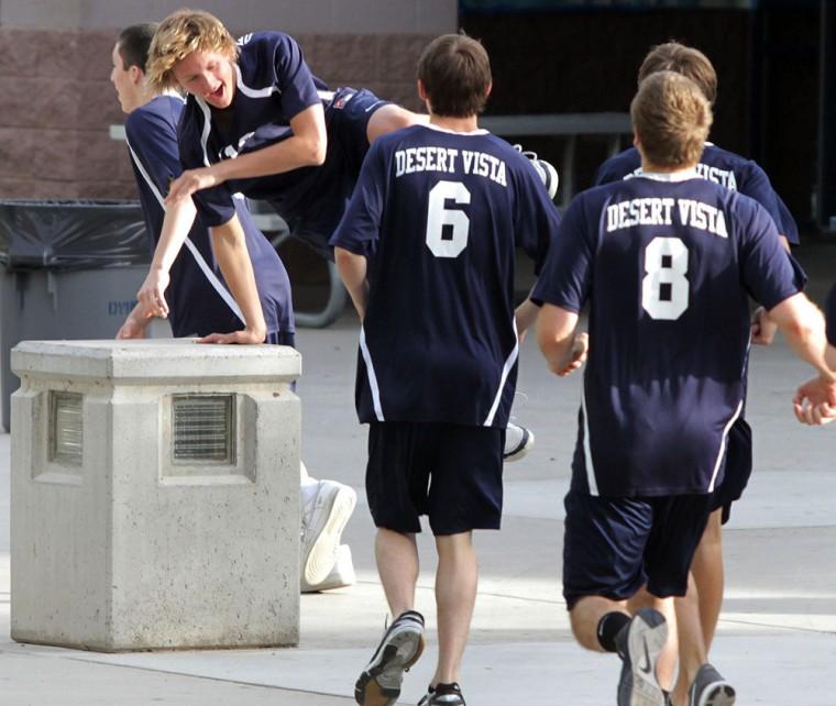 dv.volleyball.runs.002.04052011.jpg