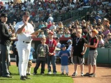 Baseball legends raise money for Little League