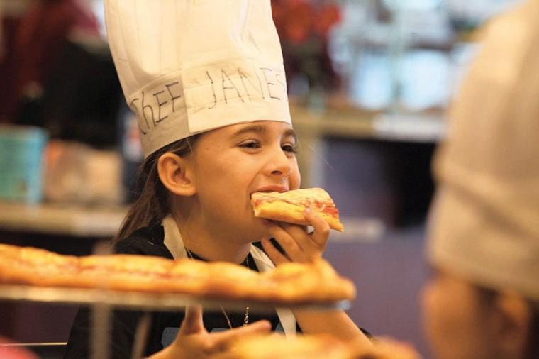 afn.121710.com.pizzagirls13.jpg