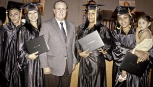 Las Artes graduates