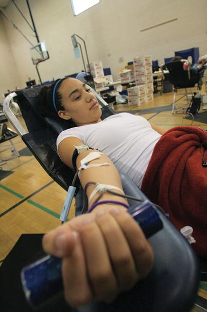 DV students donate blood