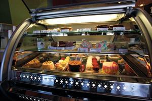 New frozen yogurt, cupcake shop opens in AF
