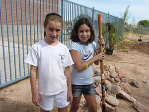 Discovery Garden: Outdoor learning at Esperanza