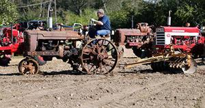 <p>David Winningham pulls into a field with his 1948 M Farmall tractor during a festival Saturday in Ranburne that celebrated antique tractors. (Photo by Stephen Gross / The Anniston Star)</p>