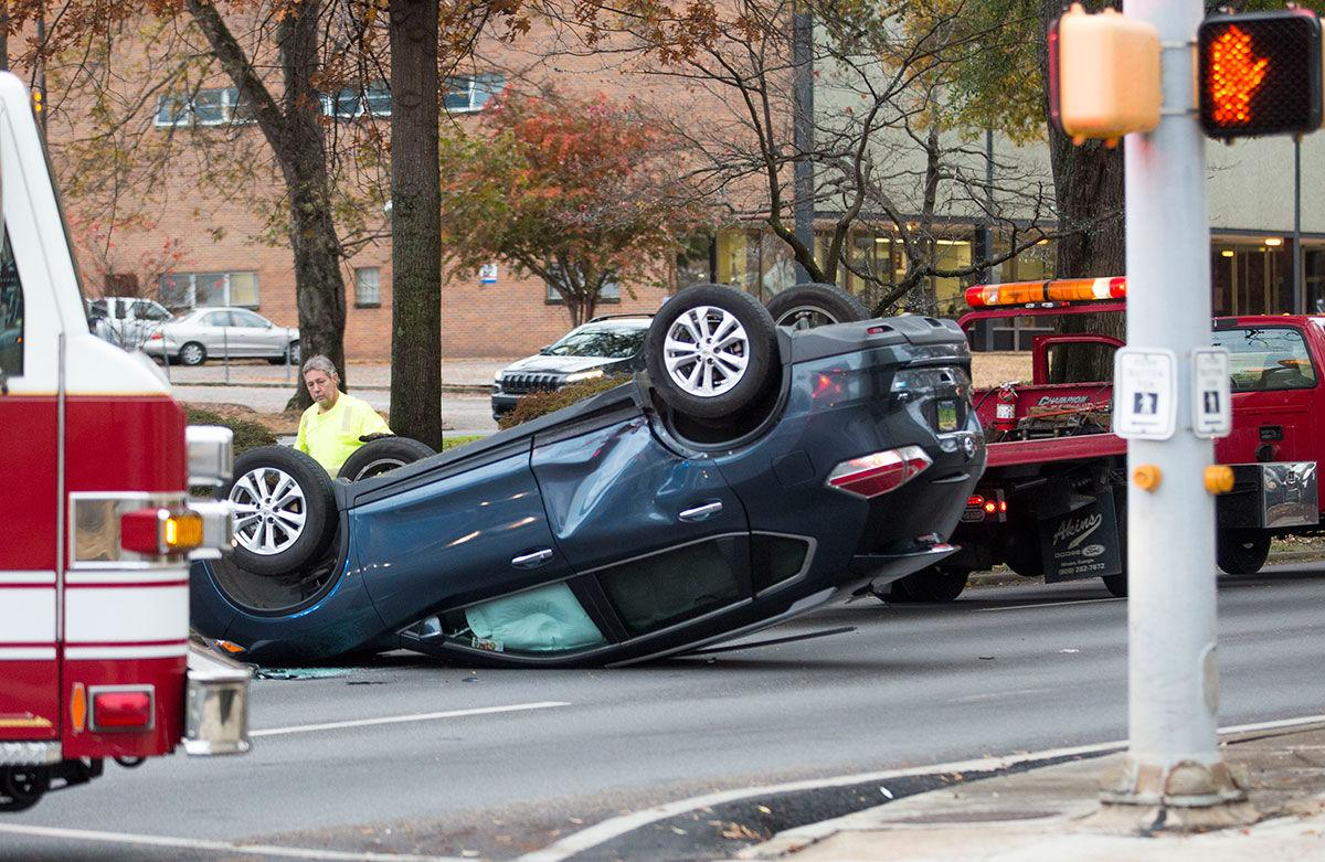 Two-vehicle wreck on Quintard