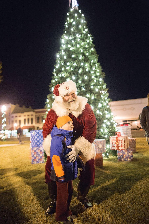 Tree lighting ceremony kicks off Talladega's Christmas on the Square
