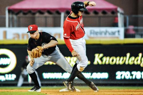 Hot Rods beat thunderstorms, Lugnuts