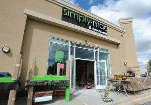 From Simply Wine to Simply Mac, mall space transforms in time for new iPhone pre-orders