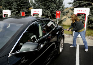Tesla Motors opens Supercharger station in Missoula
