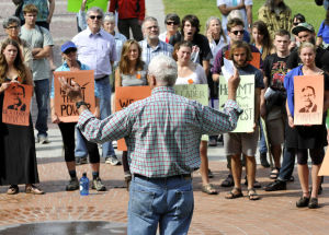 Students, faculty ask UM to divest from fossil fuels
