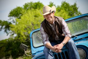 Texas country artist Aaron Watson to play the Railyard on July 26