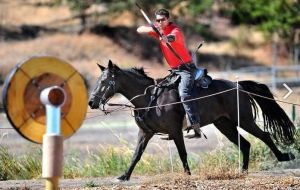 Mounted archery catches on in Oregon