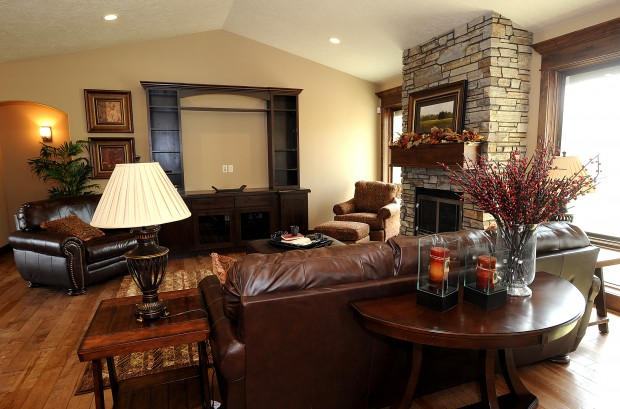 Lake Hills Golf Course Home Is Warm Rich And Inviting Home And Garden