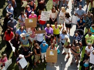 Hundreds rally for judge's resignation and judicial review