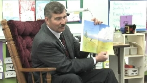Mayor reads to students at Eagle Cliffs