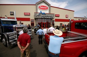 Officials tout new Peterbilt dealership's role in the economy