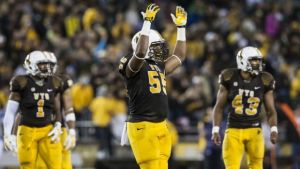 Wyoming defensive ends searching for first sack against FAU
