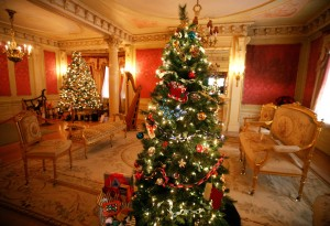 Candlelight holiday tours offered at the Moss Mansion