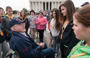 Montana veterans teach impromptu history lesson during Honor Flight tour
