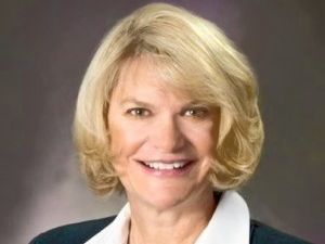 Lummis announces she's running for re-election
