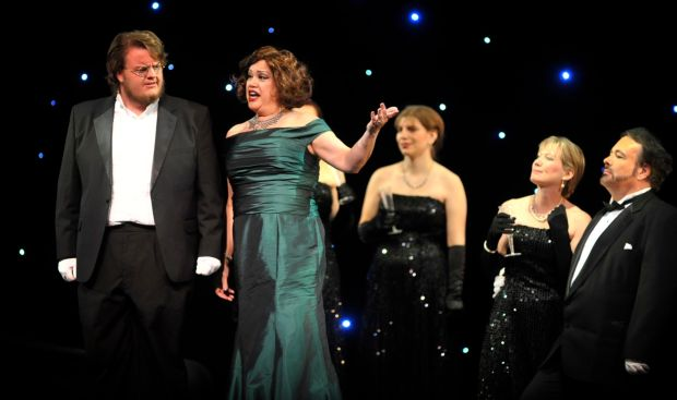 Community comes together to produce classy 'La Traviata'