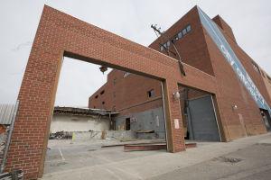 Asbestos delays demolition of old Billings library