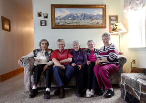 All in the family: 5 sisters, ages 80-92, move in together