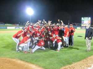 Mustangs hang on to beat Owlz; win Pioneer League championship
