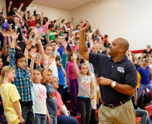 Lockwood students earn $18K for new playground, get healthy tips from former NFLer