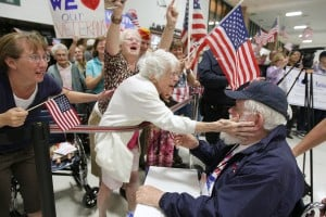 Veterans on Honor Flight return to 'overwhelming' welcome home