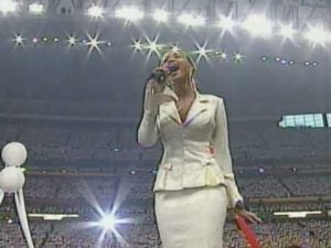2004: Beyoncé at the Super Bowl