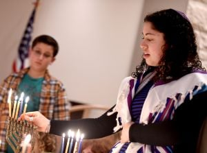 Student rabbi helps congregation celebrate Hanukkah