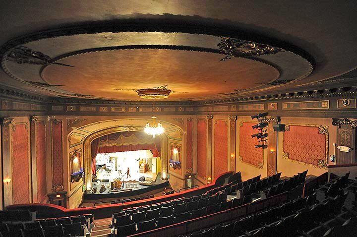 Ellen theatre to show movies bozeman daily chronicle for Open balcony in a theatre
