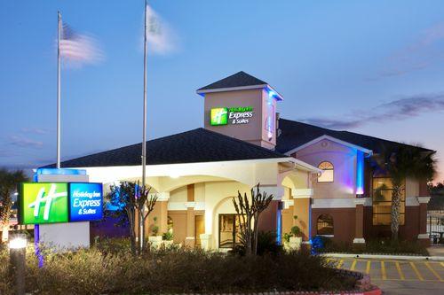 Holiday Inn Express night photo