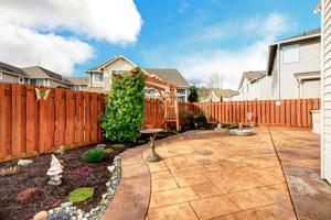 , The Right Fence for Your Backyard Makeover, Metro Fence, Metro Fence