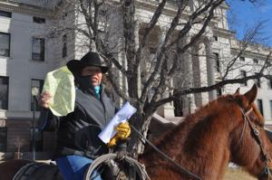 Woman brings horse to Capitol to protest bill