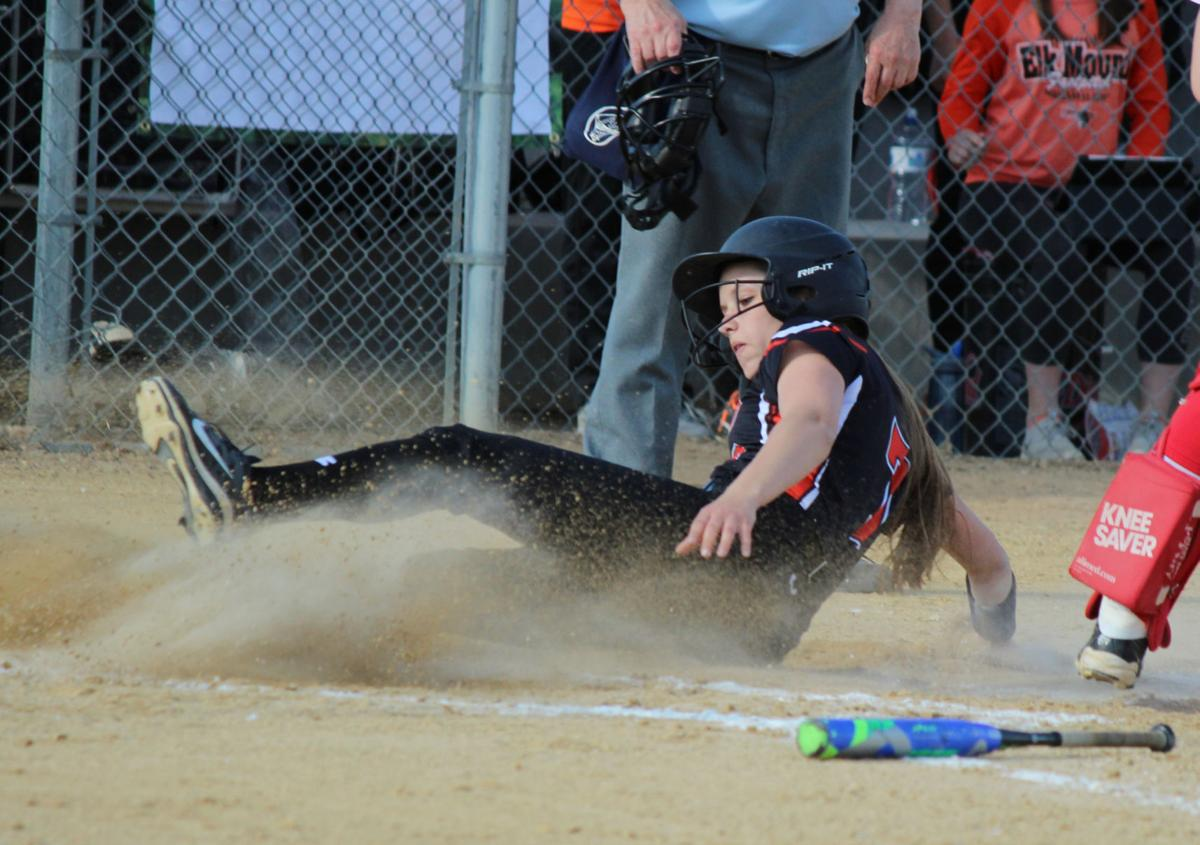 elk mound singles over 50 Ellsworth's claire kummer was 3-for-3 at the plate in her team's 14-0 10-run win over the saint  elk mound 12, plum city 3 the  the third with one-run singles.