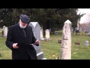 History prof reads Gettysburg Address by Waverly Civil War veteran's graveside