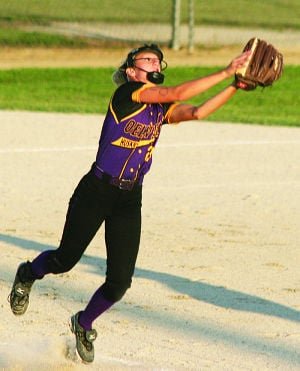 <p>Third baseman Tessa Stewart of Oelwein attempts to gather in this pop fly.</p>