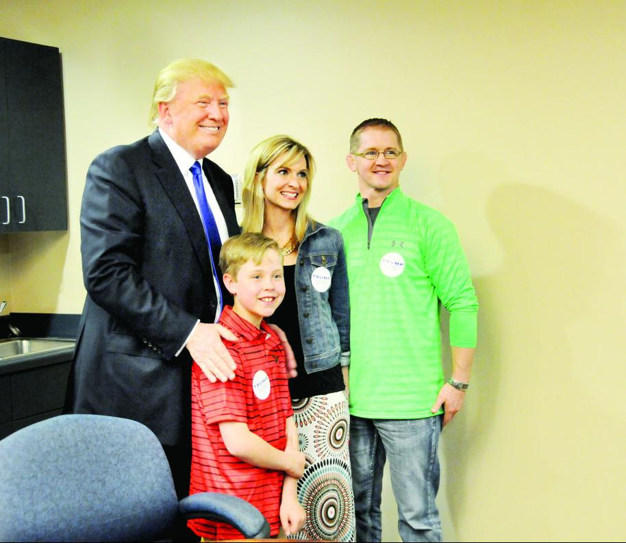 Donald Trump poses with Shay Doyle and his parents, Michele and Casey ...