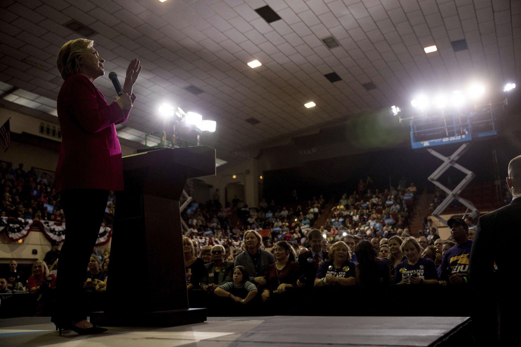 Clinton seeks support from women in suburban Philadelphia