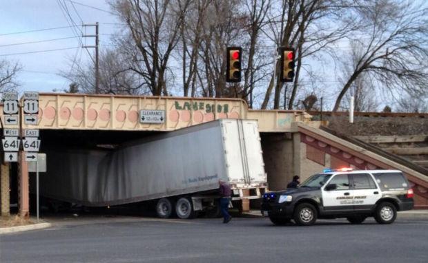 Tractor Trailer Stock : Orange street reopens after tractor trailer gets stuck