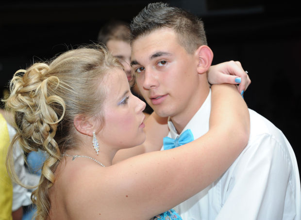 how to slow dance at a high school dance