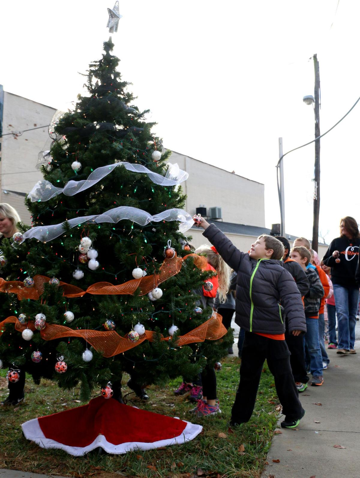 Catlettsburg tree trimming by Catlettsburg Elementary students.