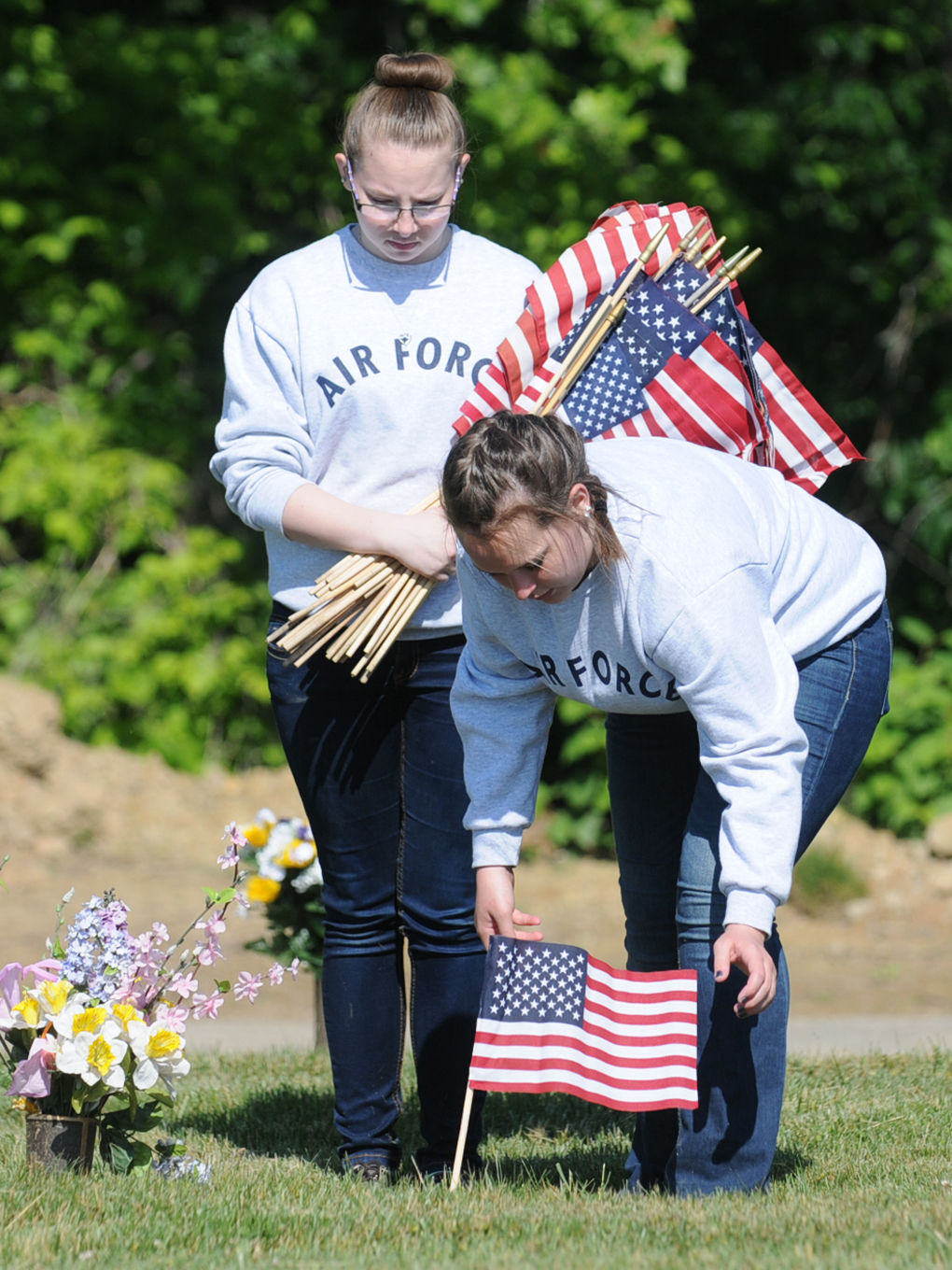 Planting flags for veterans news for Proper placement of american flag