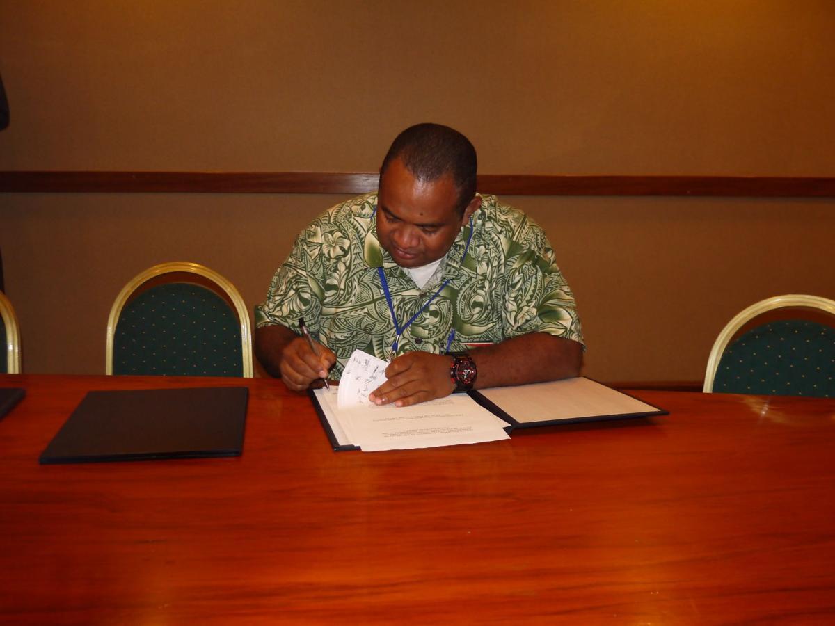 Vanuatu signs US Treaty
